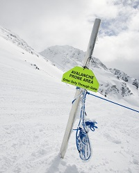 00-snow-community-signs-1500000-070325c00200-200w