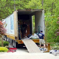 moving-windsor-house-atlanta-moving-van-unloads-on-ball-mill-road-at-200w