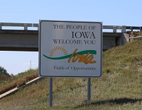 iowa-des-moines-lawless-america-movie-2012-08-20-welcome-sign-200w