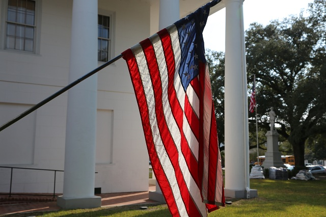 louisiana-clinton-flag-lawless-america-movie-2012-11-05 031-640w
