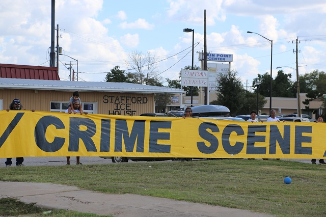 texas-houston-stafford-ice-house-crime-scene-lawless-america-movie-2012-10-25 192-640w